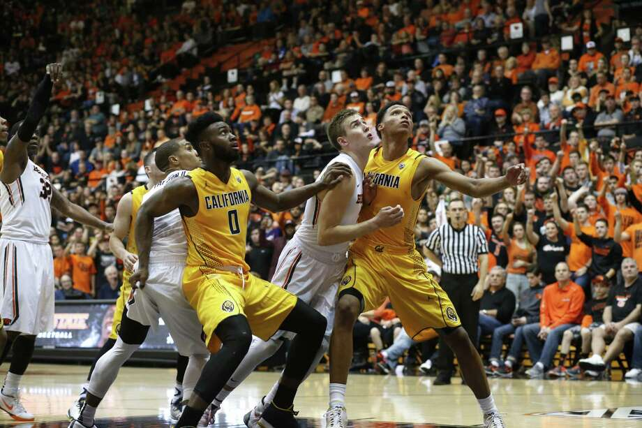 California's Jaylen Brown (0) and Ivan Rabb, right, and Oregon State's Tres Tinkle, center, in the second half of an NCAA college basketball game in Corvallis, Ore., on Saturday, Jan. 9, 2016.(AP Photo/Timothy J. Gonzalez) Photo: Timothy J. Gonzalez / Associated Press / FR11177 AP