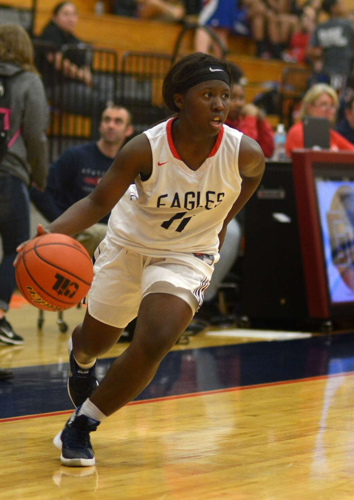 Atascocita senior guard Jada Burks works the ball against Oak Ridge during their District 15-5A matchup at AHS on Jan. 8, 2016. (Photo by Jerry Baker/Freelance)
