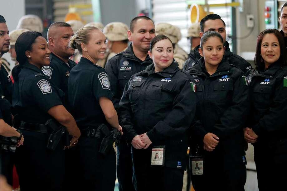 U S Border Agents Begin Inspecting U S Bound Trucks In