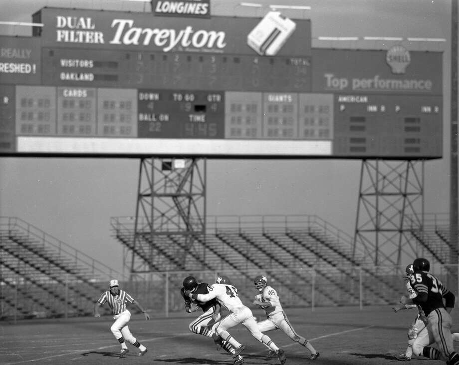 The Candlestick Park scoreboard, with its cigartette ad, during the Raiders-Dallas Texans game on Sept. 26, 1961. Photo: Bob Campbell, The Chronicle