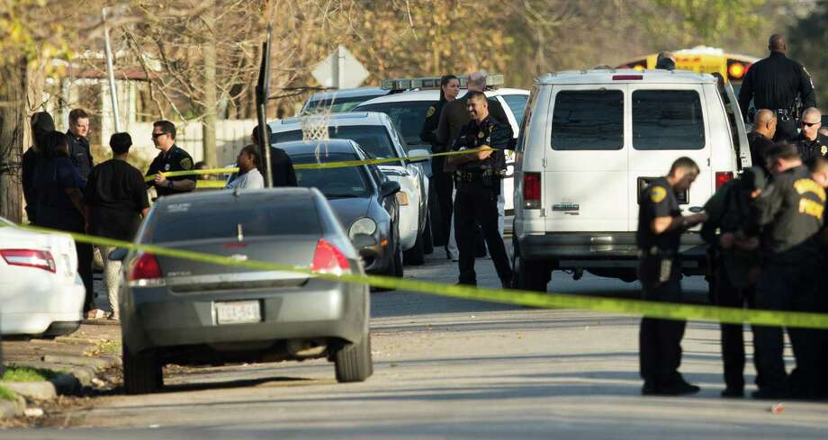 Police investigate the scene where a Houston police officer was shot in the 3100 block of Anita on Wednesday. Photo: Brett Coomer, Houston Chronicle / © 2016 Houston Chronicle