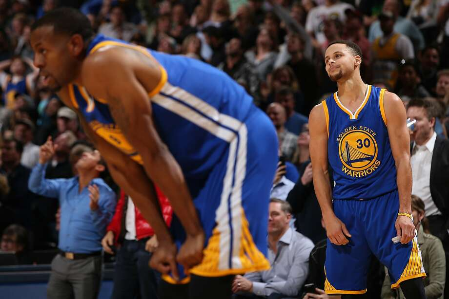 The Warriors' Stephen Curry (30) shows his frustration after a costly turnover in the final seconds. Photo: Doug Pensinger, Getty Images