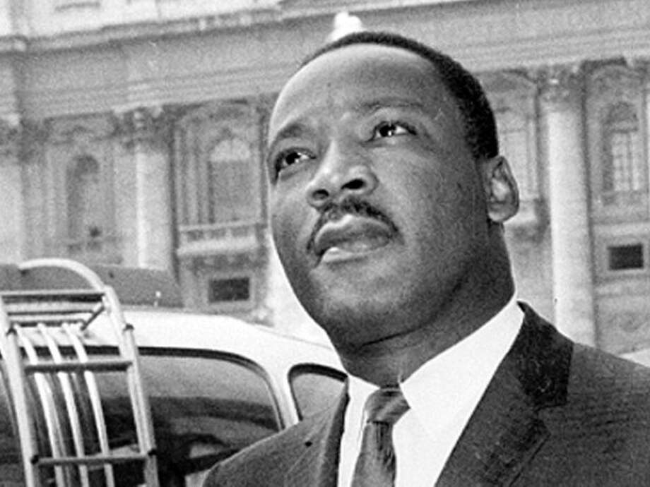 martin luther king jr and julius caesar Rhetorical analysis of dr martin luther king's i have a dream speech 994 words | 4 pages on august 28th, 1963, martin luther king, jr delivered a speech to more than 200,000 people during the march on washington.