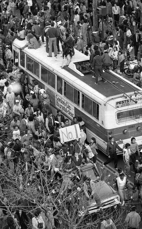 Fans celebrating the 49ers Super Bowl XVI win climb on top of a Muni bus. Photo: Gary Fong, The Chronicle