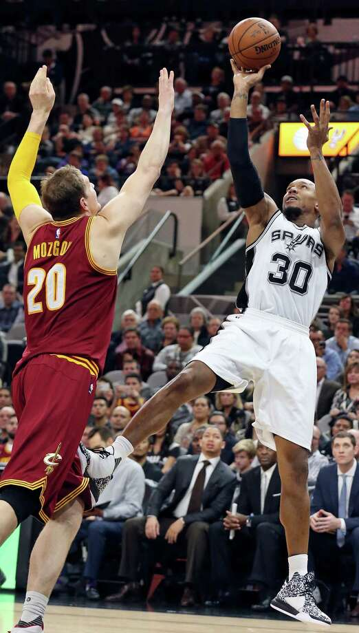Spurs' David West shoots around the Cleveland Cavaliers' Timofey Mozgov during second half action on Jan. 14, 2016 at the AT&T Center. Photo: Edward A. Ornelas /San Antonio Express-News / © 2016 San Antonio Express-News
