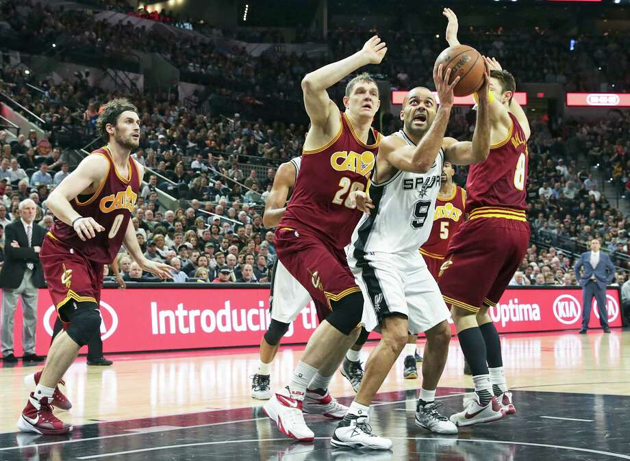 Tony Parker gets the ball into the lane under three defenders as the Spurs host the Cavaliers att he AT&T Center on Jan. 14, 2016. Photo: Tom Reel /San Antonio Express-News / 2016 SAN ANTONIO EXPRESS-NEWS