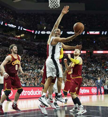 Tony Parker twists into the lane for a bucket in the first half as the Spurs host the Cavaliers at the AT&T Center on Jan.14, 2016. Photo: Tom Reel /San Antonio Express-News / 2016 SAN ANTONIO EXPRESS-NEWS