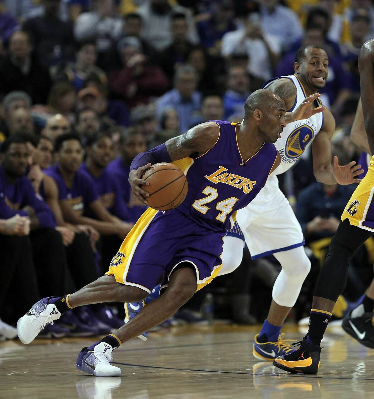 Andre Iguodala (9) defends against Kobe Bryant (24) in the first half the Golden State Warriors played against the Los Angeles Lakers at Oracle Arena in Oakland, Calif., on Thursday, January 14, 2016.