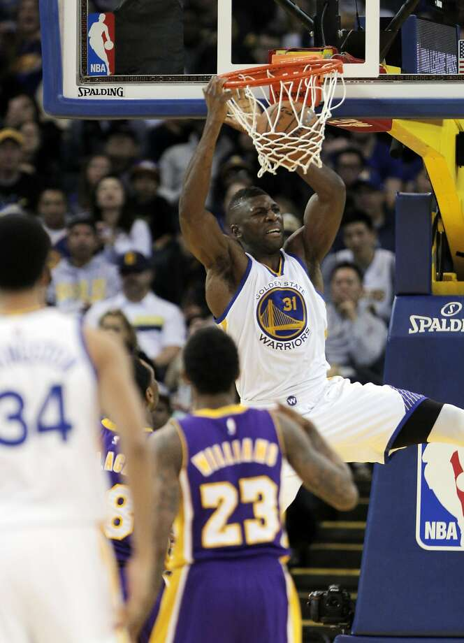 Festus Ezeli (31) dunks in the second half the Golden State Warriors played against the Los Angeles Lakers at Oracle Arena in Oakland, Calif., on Thursday, January 14, 2016. Photo: Carlos Avila Gonzalez, The Chronicle
