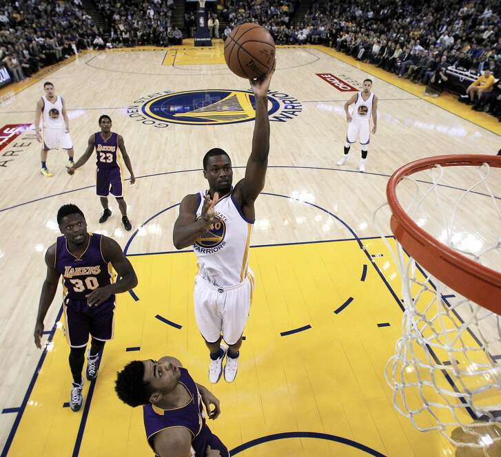 Harrison Barnes (40) shoots in the first half the Golden State Warriors played against the Los Angeles Lakers at Oracle Arena in Oakland, Calif., on Thursday, January 14, 2016.