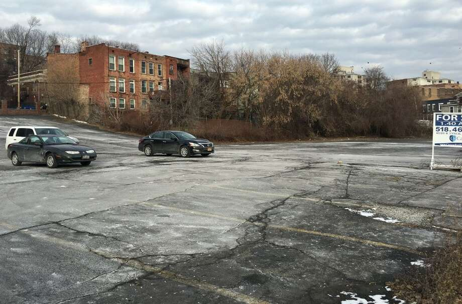 The site of the proposed apartment building currently is a parking lot. Photo: Ellis, Lindsay