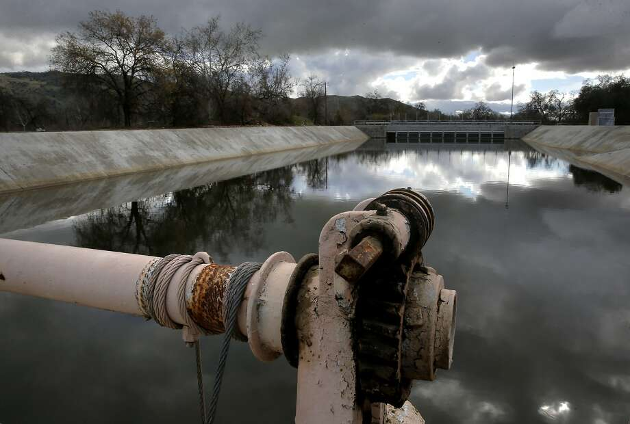 Water from the Kings River is diverted into canals at the head gate of a recharge pond in Selma (Fresno County) to seep into the ground. Photo: Michael Macor, The Chronicle