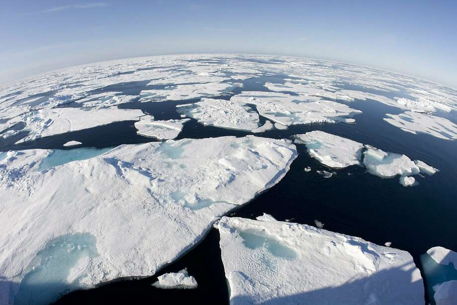 This July 10, 2008, file photo made with a fisheye lens shows ice floes in Baffin Bay above the Arctic Circle, seen from the Canadian Coast Guard icebreaker Louis S. St-Laurent.  Photo: Jonathan Hayward, Associated Press