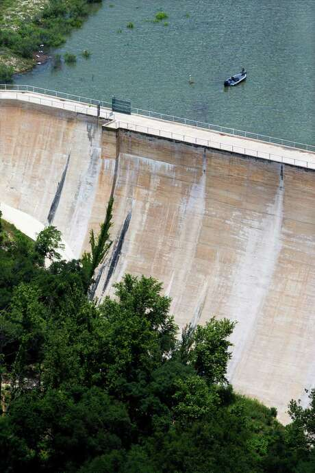 A judge has ruled that the Bexar-Medina-Atascosa Counties Water Control and Improvement District No. 1, which controls Medina Dam and serves irrigation farmers in three counties, lacks regulatory jurisdiction in Bandera County, part of which is along and under the lake. This photo was taken last May, as rains were refilling the lake after severe drought. Photo: William Luther /San Antonio Express-News / © 2015 San Antonio Express-News