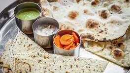 7. Pondicheri: Bread with pappadum and chutney