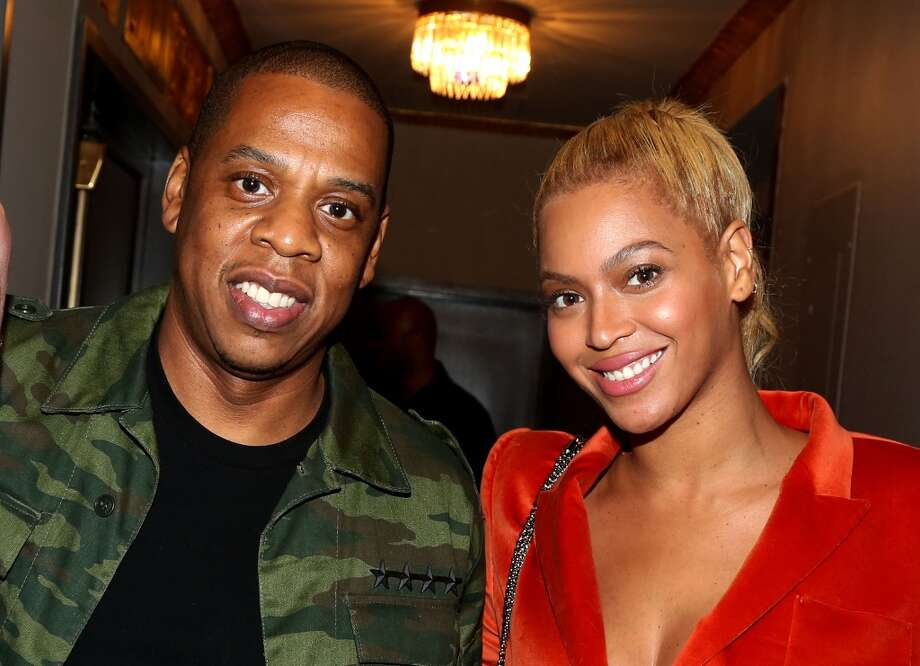 "Beyonce and Jay Z pose backstage at the musical ""Hamilton"". Photo: Getty Images"