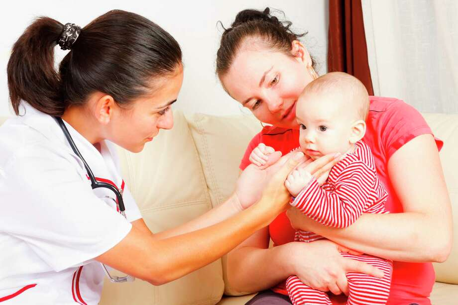 A nurse who works at a hospital also can choose to provide home health care on a part-time basis. / iStockphoto