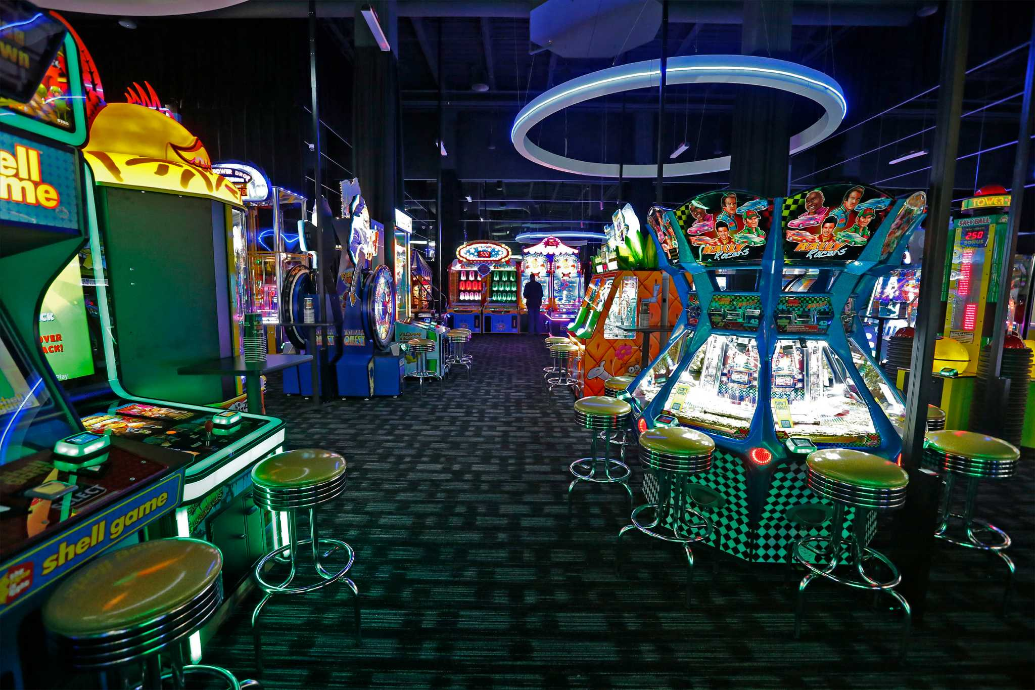 Dave & Buster's Dave & Buster's stores in Palo Alto CA - Hours, locations and phones Find here all the Dave & Buster's stores in Palo Alto CA. To access the details of the store (locations, store hours, website and current deals) click on the location or the store name.