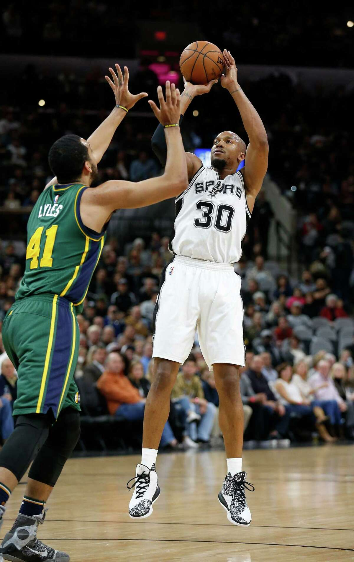 Spurs' David West (30) shoots against Utah Jazz's Trey Lyles (41) on Wednesday, Jan. 6, 2016. (Kin Man Hui/San Antonio Express-News)