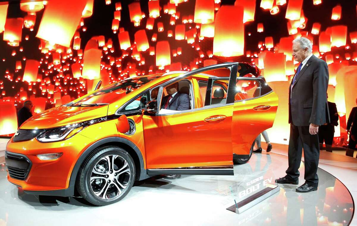National Highway Traffic Safety Administration leader Mark Rosekind, right, accompanied Transportation Secretary Anthony Foxx, who was in the 2017 Chevrolet Bolt EV, at the recent Detroit auto show.