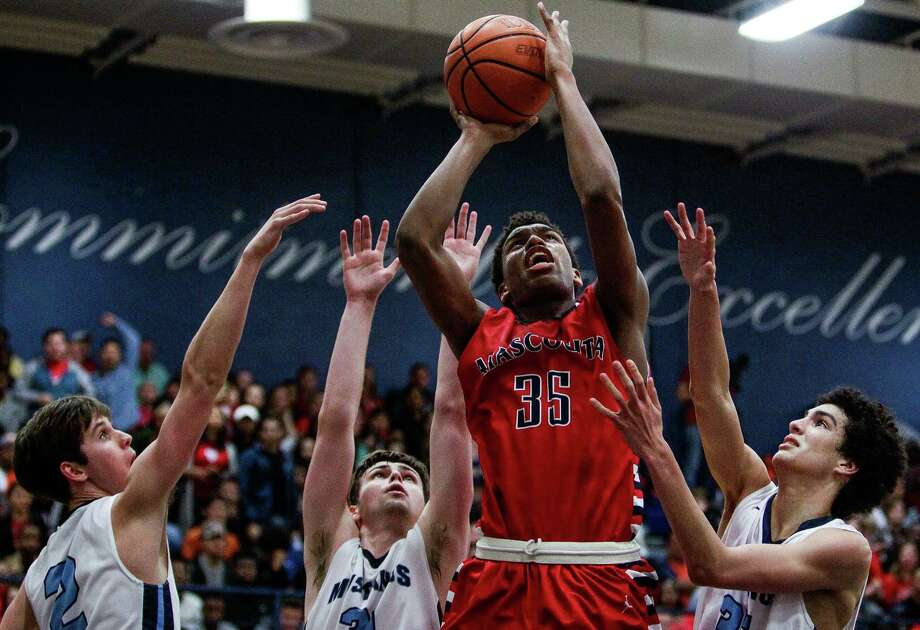Atascocita's Fabian White goes up for a basket in traffic in the Eagles' 51-47 victory over the Mustangs on Friday night at Kingwood. Photo: Michael Ciaglo, Staff / © 2016  Houston Chronicle
