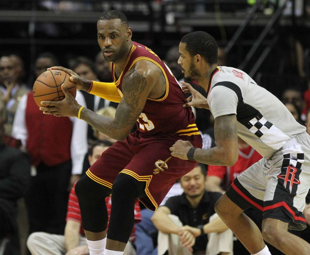 Cleveland Cavaliers forward LeBron James (23) guarded by Houston Rockets forward Trevor Ariza (1) during the first quarter at the Toyota Center Friday, Jan. 15, 2016, in Houston. ( Gary Coronado / Houston Chronicle )