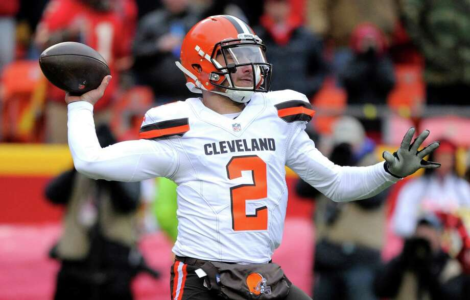 Cleveland Browns quarterback Johnny Manziel throws during the first half against the Chiefs in Kansas City, Mo., on Dec. 27, 2015. LeBron James and his business partners said they will no longer work with Manziel. Photo: Ed Zurga /Associated Press / FR34145 AP