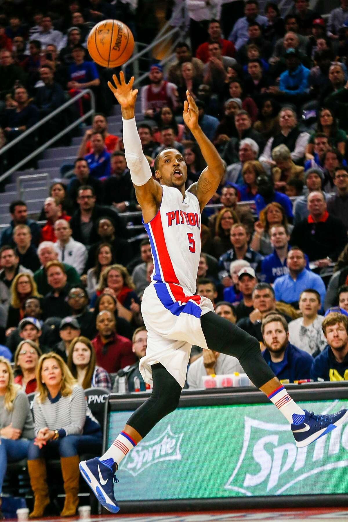 The Detroit Pistons' Kentavius Caldwell-Pope scores against the Golden State Warriors during the first quarter at the Palace of Auburn Hills on Saturday, Jan. 16, 2016, in Auburn Hills, Mich. (Kimberly P. Mitchell/Detroit Free Press/TNS)