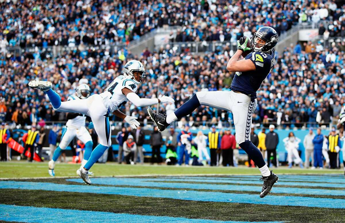 CHARLOTTE, NC - Jermaine Kearse #15 of the Seattle Seahawks makes a touchdown catch behind Josh Norman #24 of the Carolina Panthers in the 4th quarter during the NFC Divisional Playoff Game at Bank of America Stadium on January 17, 2016 in Charlotte, North Carolina. (Photo by Jamie Squire/Getty Images)