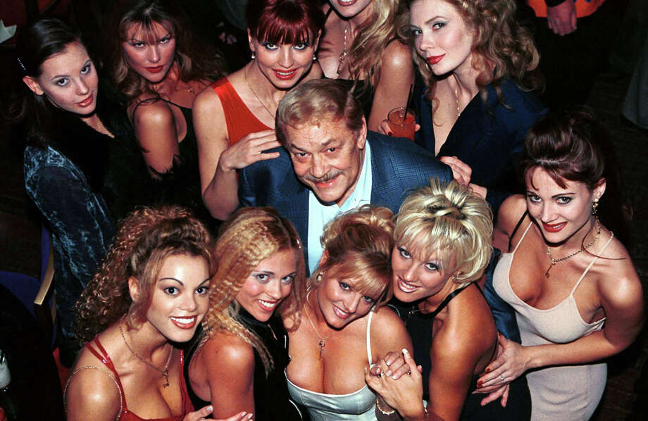 Los Angeles Lakers owner Jerry Buss (C) is surrounded by Penthouse Pets at the 30th anniversary party of the publication at Barfly's in Hollywood June 2, 1999. (photo by Chris Martinez) Photo: Chris Martinez, Getty Images / Hulton Archive