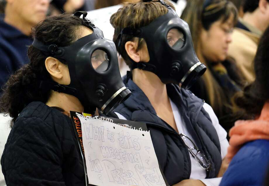Wearing gas masks, protestors attend a hearing over a gas leak in Los Angeles. Photo: Richard Vogel, Associated Press