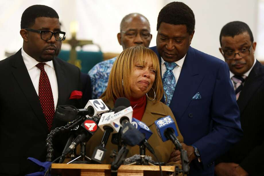 Gwen Woods (center), the mother of Mario Woods, speaks through tears while being comforted by attorney John Burris (right) during a news conference at Allen Chapel in San Francisco, California, on Monday, Jan. 18, 2016. Photo: Connor Radnovich, The Chronicle