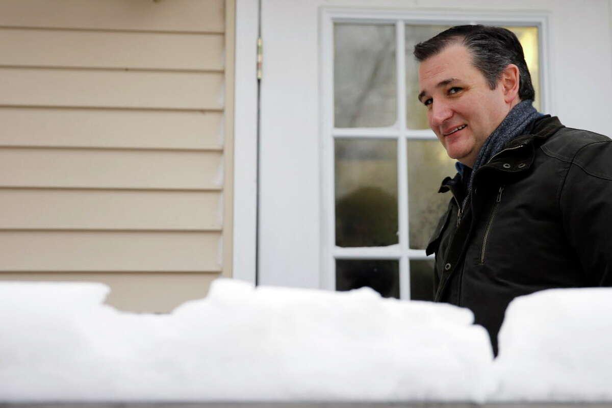 Republican presidential candidate, Sen. Ted Cruz, R-Texas, departs a campaign stop, Monday, Jan. 18, 2016, in Washington, N.H. (AP Photo/Matt Rourke) ORG XMIT: NHMR118