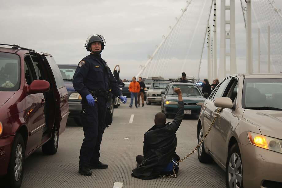 April Martin raises her fist as she and other protestors block traffic during a demonstration against police brutality on the San Francisco-Oakland Bay Bridge in Oakland, California on January 18, 2016. Photo: Joel Angel Ju‡rez