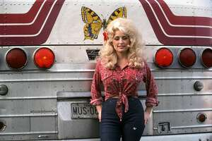 DETROIT - SEPTEMBER 1977:  Country Singer Dolly Parton poses for a portraitby her tour bus before performing in September 1977 in Detroit, Michigan.