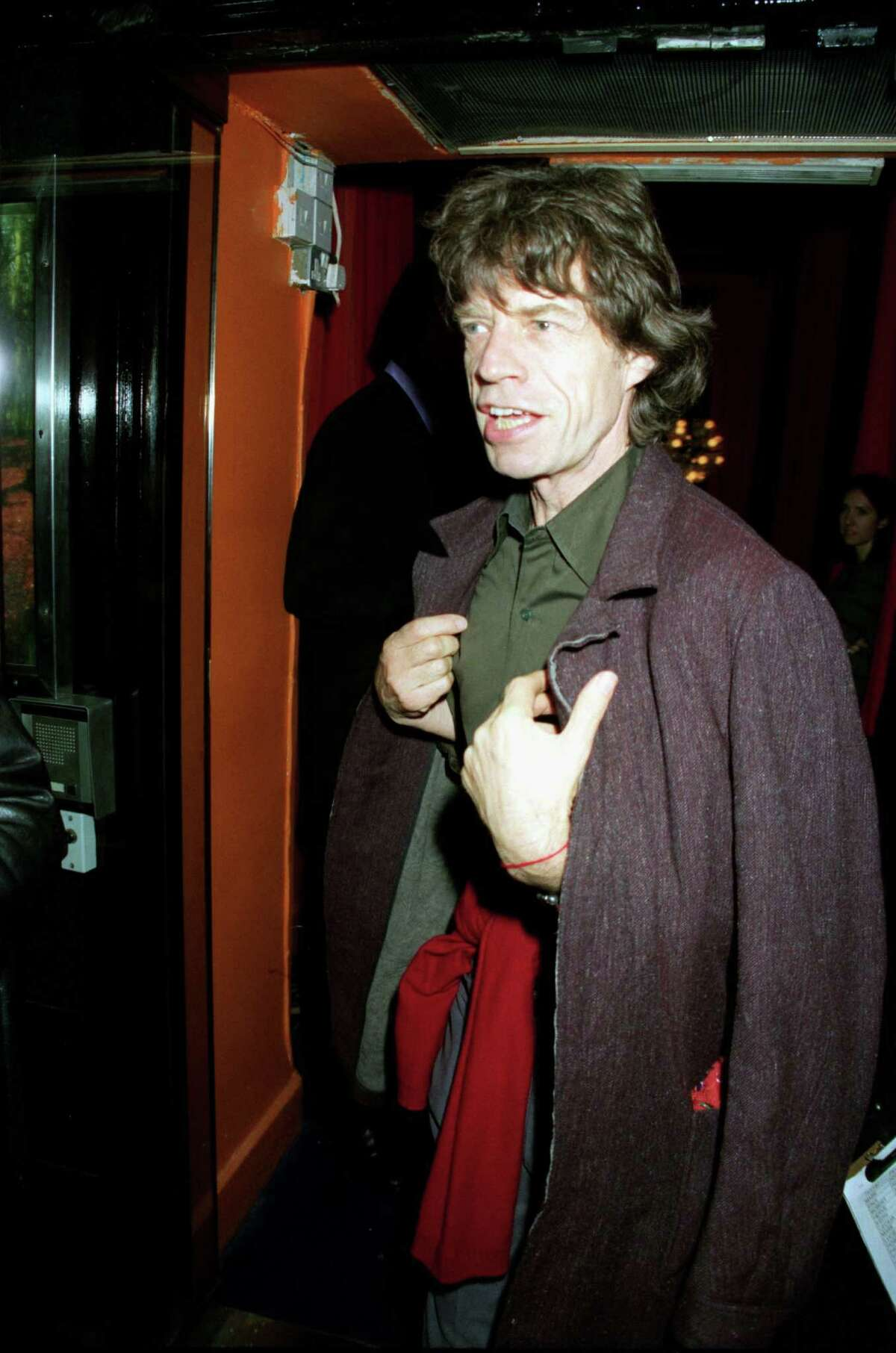 Rolling Stones singer Mick Jagger arrives before a rare and intimate performance at The Shepherd's Bush Empire on December 03, 1999 in London. (Photo by Dave Benett/Getty Images).