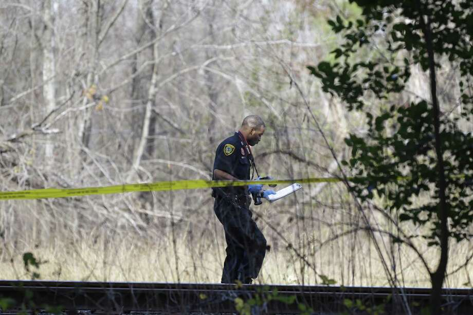 Houston Police and other officials investigate at a scene where a body discover in a wooded area off Holmes Rd. near 610 Tuesday, Jan. 19, 2016. ( Melissa Phillip/ Photo: Melissa Phillip | Houston Chronicle