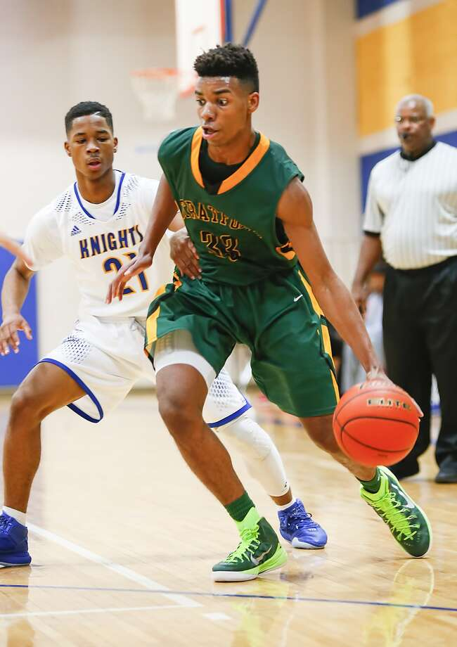 William Tate of Stratford tries to get around Tyrik Armstrong of Ft. Bend Elkins as the two teams faced off at Elkins High School on December 21, 2015. Photo: Diana L. Porter, Freelance / © Diana L. Porter