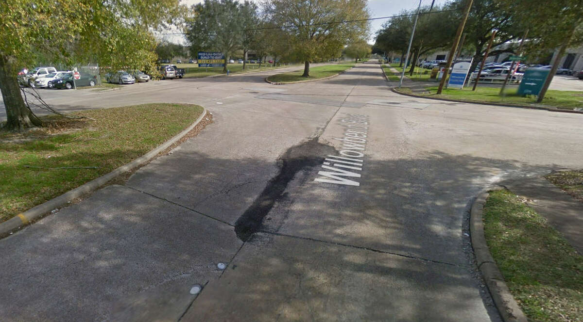 24. Intersection ofOld Main Street Loop Road and Willowbend Reports in the past 12 months: 8