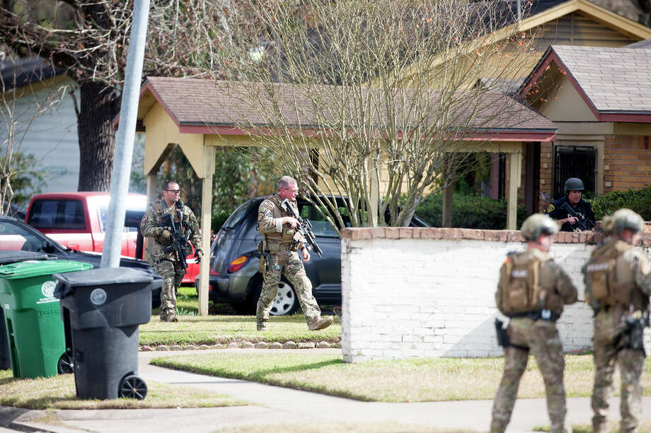 Authorities search for a suspect after a police officer was wounded Tuesday in northeast Houston during an attempted robbery. Photo: Cody Duty, Staff / © 2015 Houston Chronicle