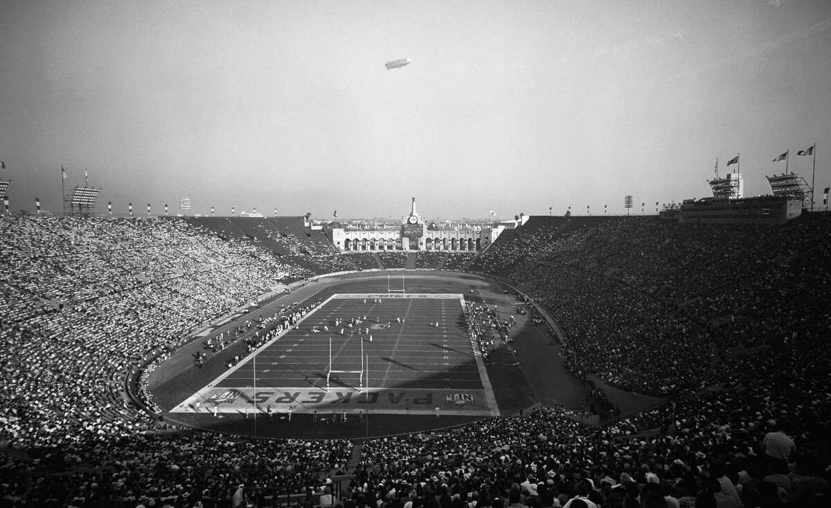 LOS ANGELES - JANUARY 15: The First World Championship Game, AFL vs. NFL, later known as Super Bowl I, on January 15, 1967 at the Los Angeles Memorial Coliseum in Los Angeles, California.