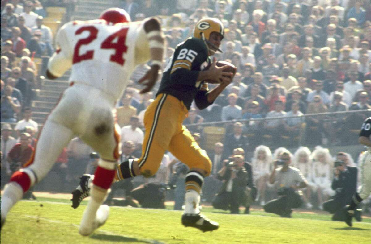 Kansas City Chiefs cornerback Fred Williamson (24) chases Green Bay Packers wide receiver Max McGee in Super Bowl I, a 35-10 Packers victory on January 15, 1967, at the Los Angeles Memorial Coliseum in Los Angeles, California.