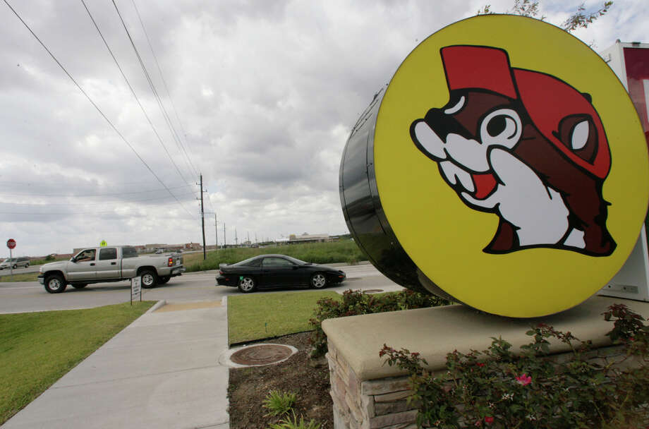 Cars are seen entering and leaving the Buc-ee's convenience store/gas station on Sunday, Oct. 5, 2008, in Pearland. ( Julio Cortez / Chronicle ) Photo: Julio Cortez, Staff / Houston Chronicle TXHOU