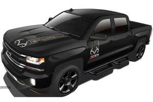 Chevrolet, Realtree design most outdoorsy truck ever - Photo