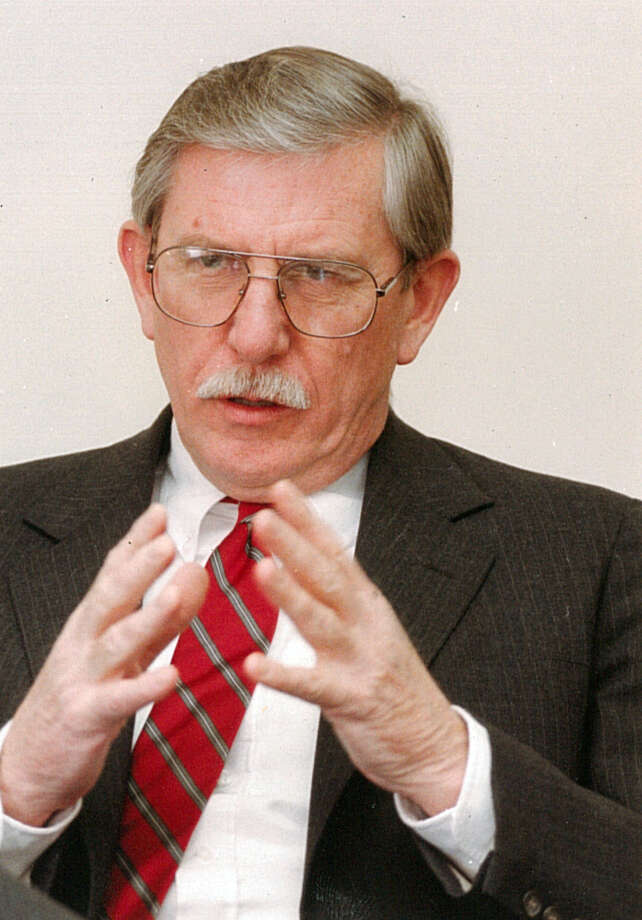 Douglas Wood, who served as Westport's first selectman from 1989-93, died Jan. 8 in Port Charlotte, Fla., at the age of 85. Photo: File Photo / File Photo / Connecticut Post file photo