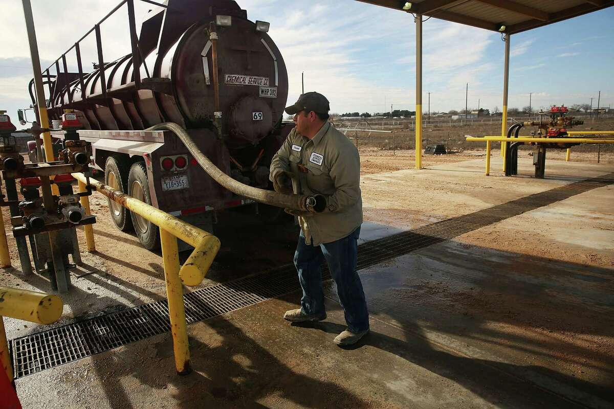 Halcón Resources is selling its Permian Basin water infrastructure for $325 million.