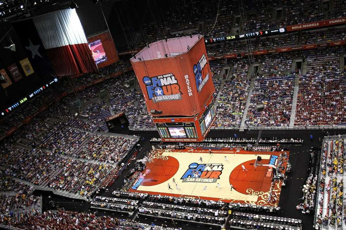 SAN ANTONIO - APRIL 04: A general view of the Oklahoma Sooners and the Stanford Cardinal during the Women's Final Four Semifinals at the Alamodome on April 4, 2010 in San Antonio, Texas. (Photo by Ronald Martinez/Getty Images)