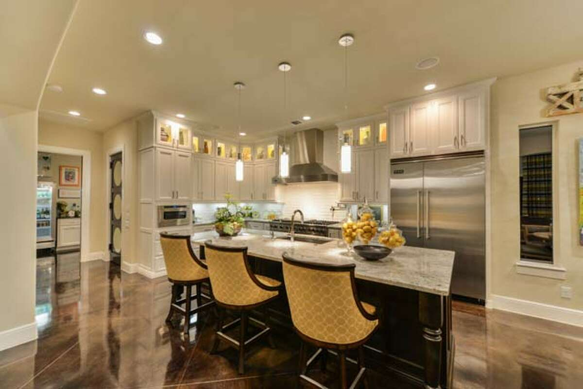 This large open kitchen is a modern design built in a Sitterle custom home in San Antonio. www.sitterlehomes.com