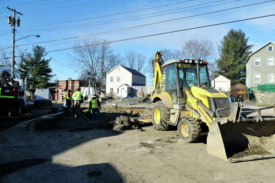 Crews continue the work to repair a water main on Northern Dr. on Thursday, Jan. 21, 2016, in Troy, N.Y.  The pipe broke on Sunday.    (Paul Buckowski / Times Union) Photo: PAUL BUCKOWSKI / 10035095A