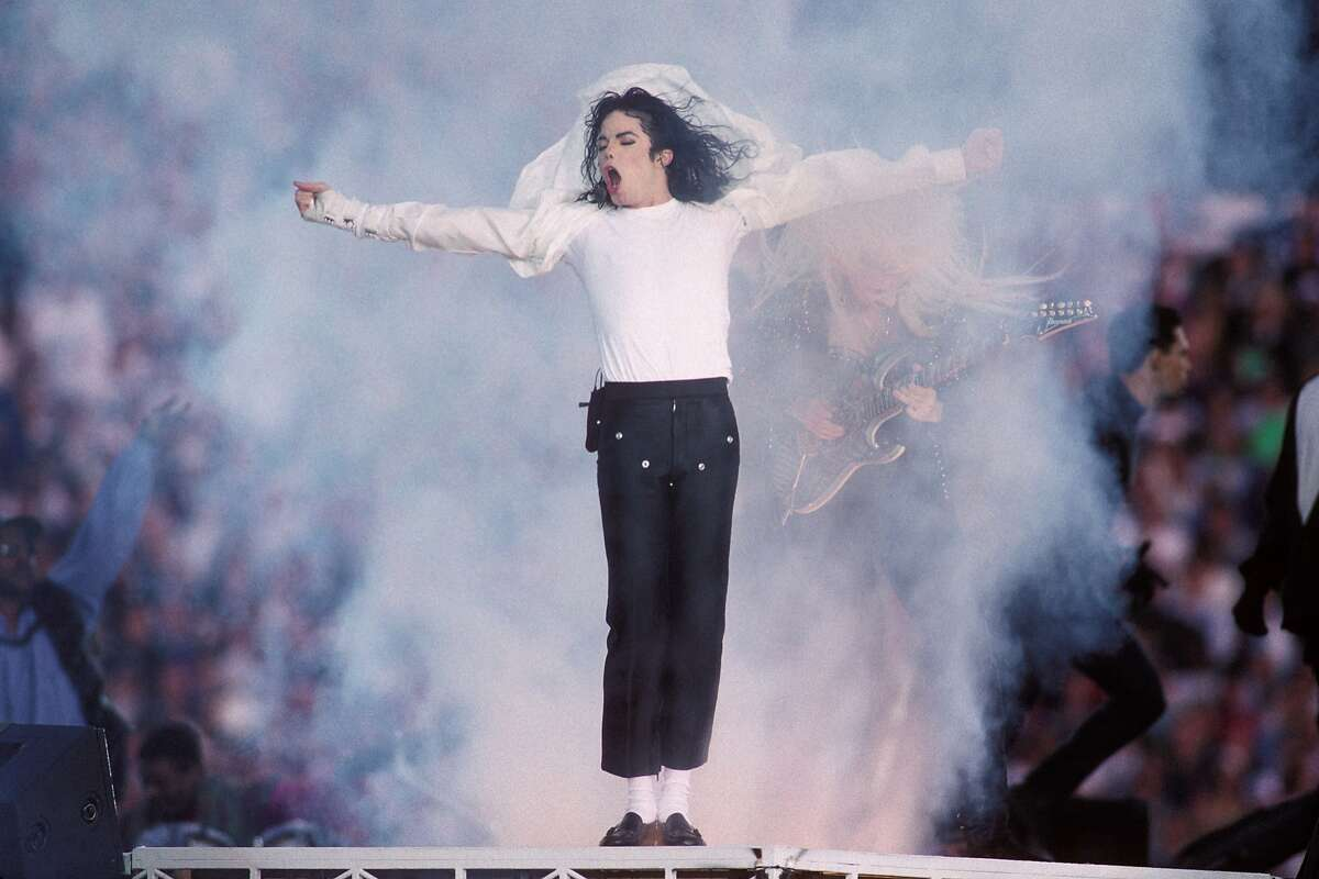 PASADENA, CA - JANUARY 31: Michael Jackson performs at the Super Bowl XXVII Halftime show at the Rose Bowl on January 31, 1993 in Pasadena, California. (Photo by Steve Granitz/WireImage)